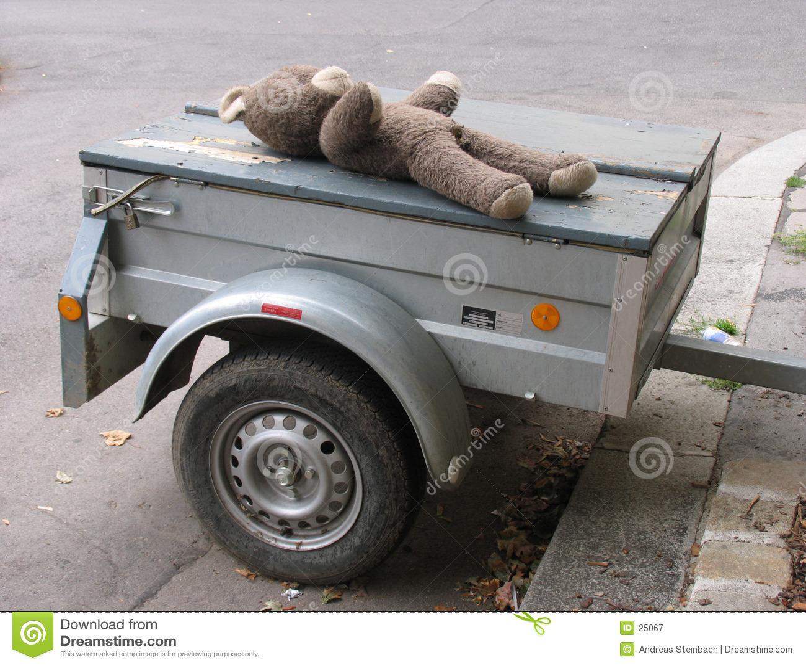 Old teddy on trailer