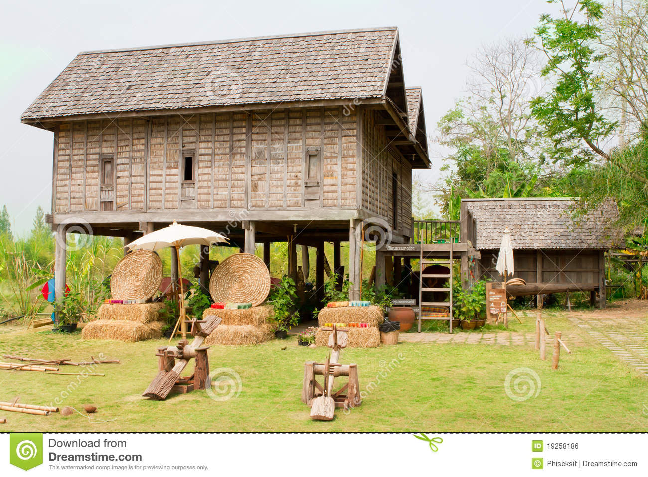 Old thai house royalty free stock image image 19258186 for Thai classic house