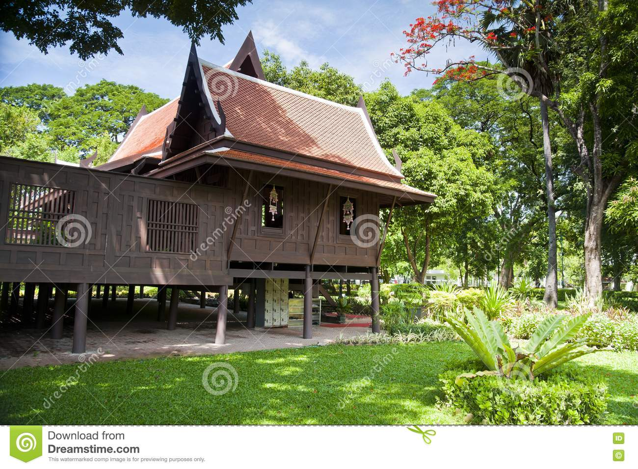 Old thai house stock photos image 20105453 for Thai classic house