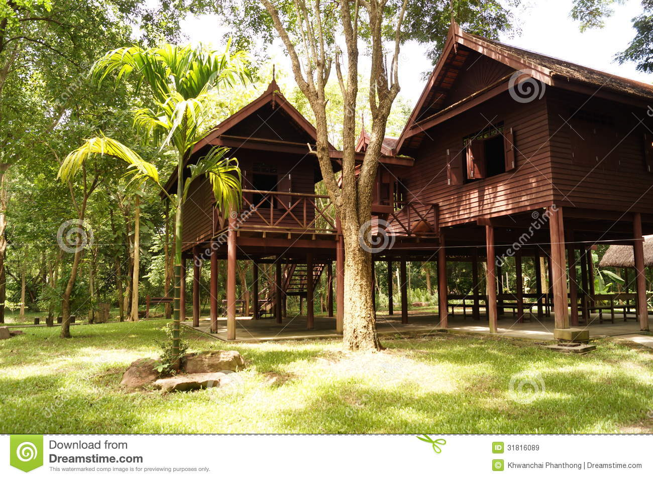 Old thai house royalty free stock images image 31816089 for Thai classic house
