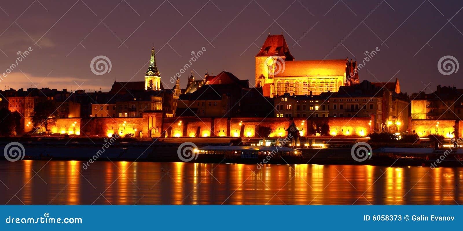 Old town of Torun at night