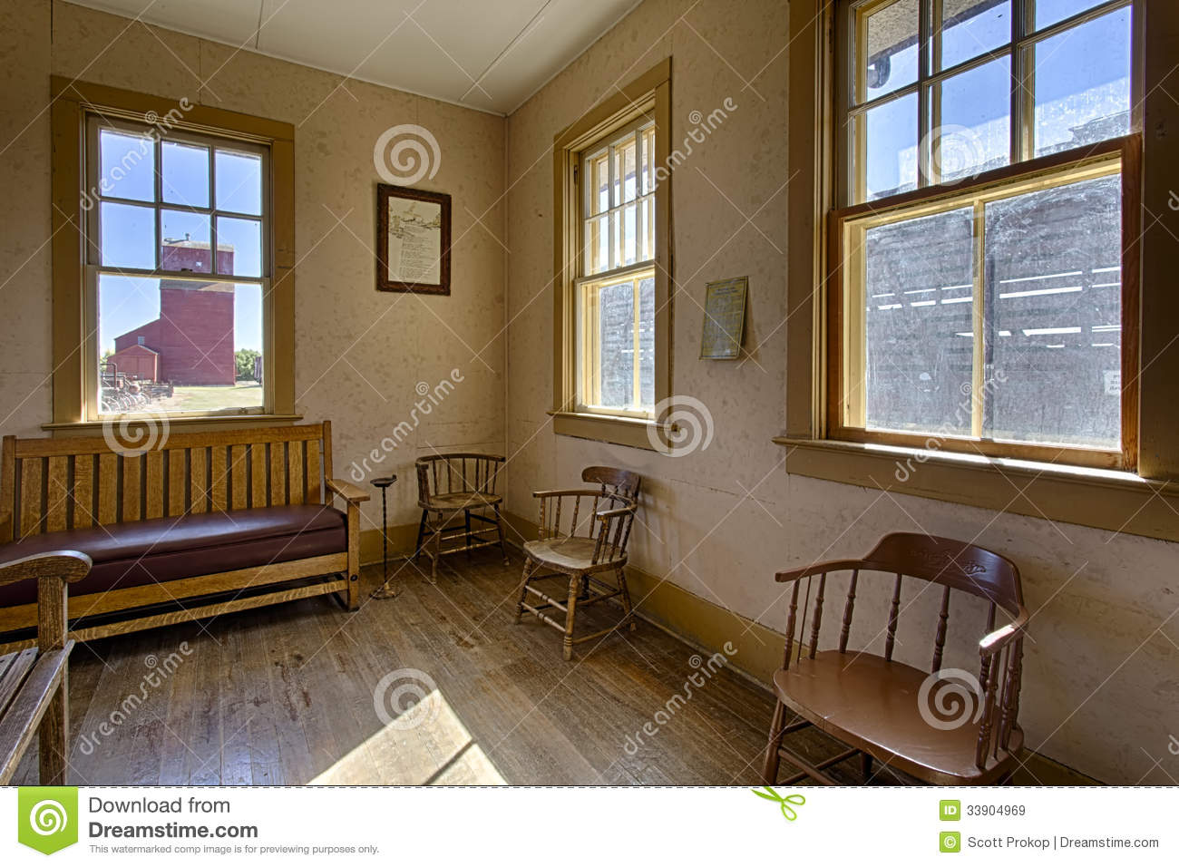 old train station stock image image of architecture 33904969. Black Bedroom Furniture Sets. Home Design Ideas