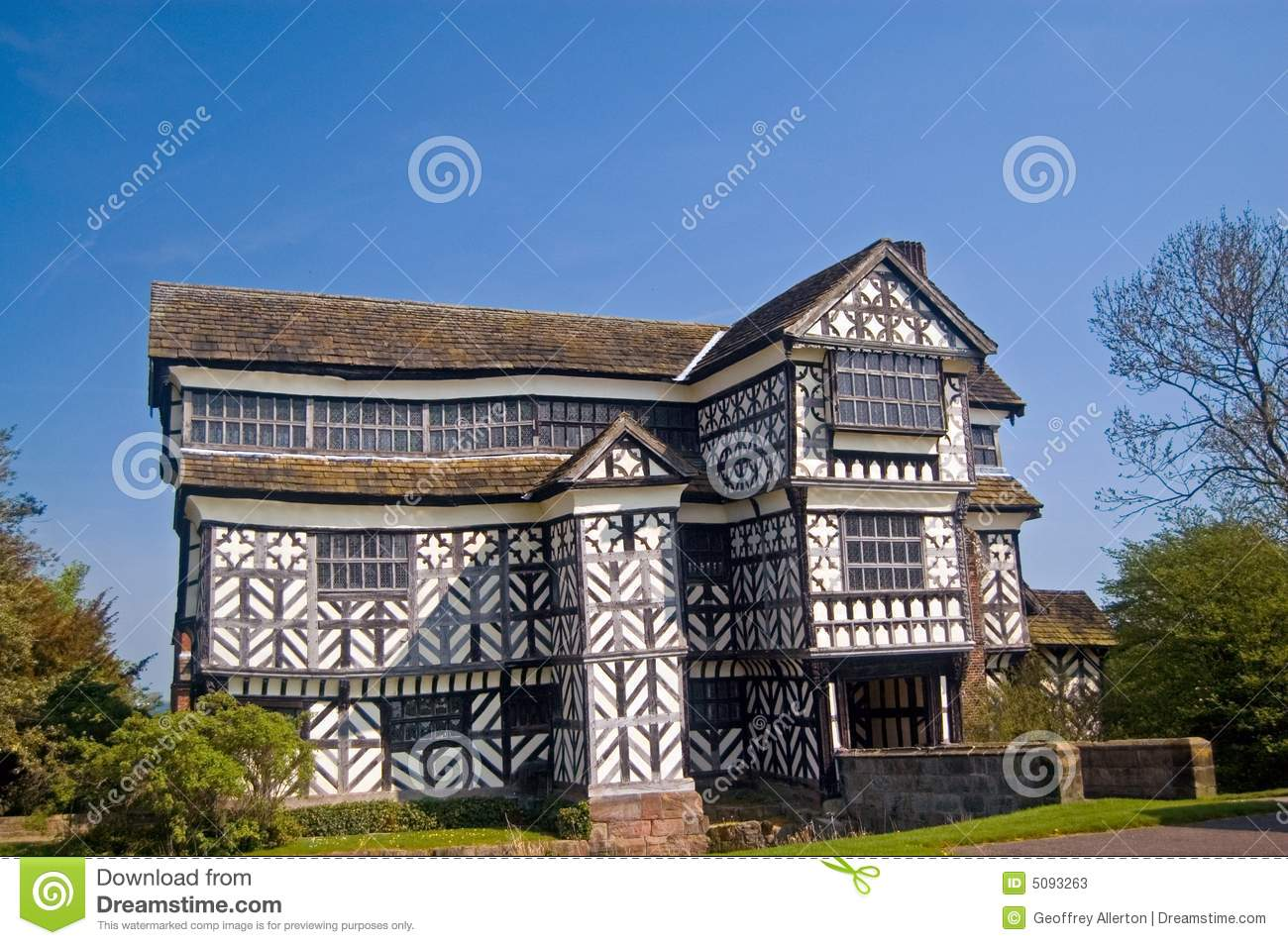 The Old Tudor Mansion Stock Photos Image 5093263