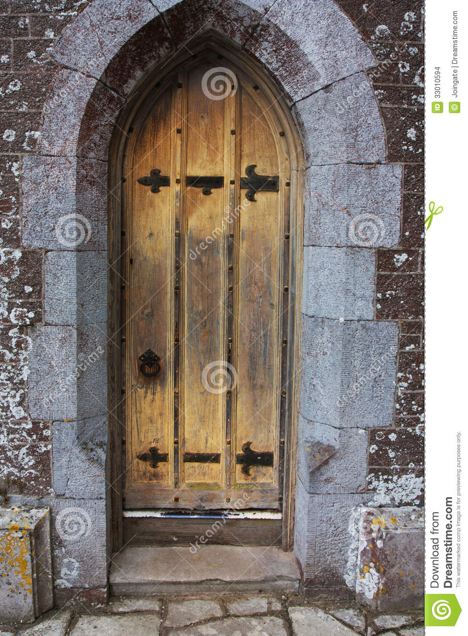 Old tudor wooden oak door wih latches and locks - Old Tudor Wooden Oak Door Wih Latches And Locks Stock Photo - Image
