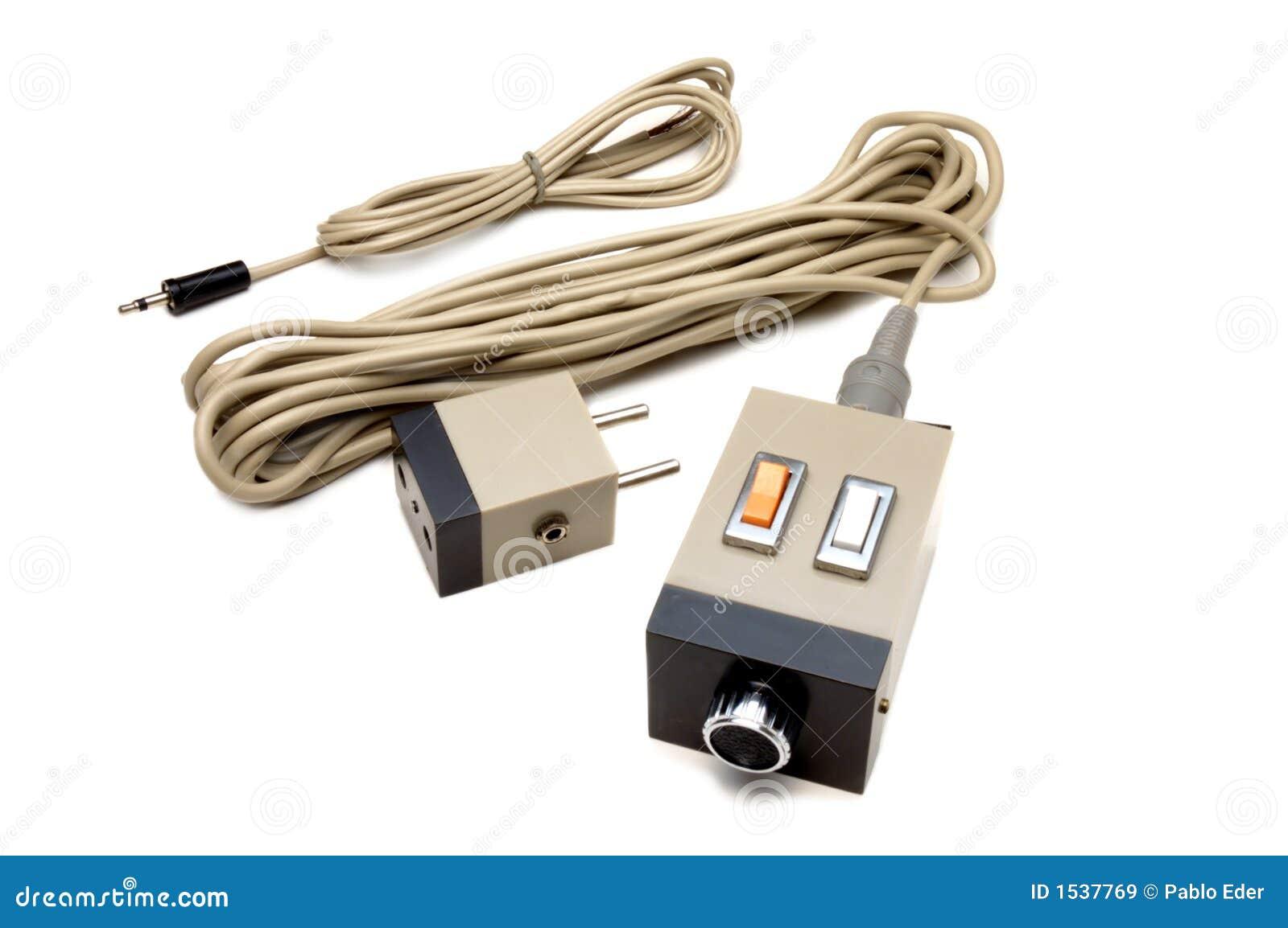 SKIM furthermore File UEF Bot Percival also 393145 81 Johnson 25hp Electric Start Convert Help furthermore 253621 Wiring Diagram Needed Hei Voltmeter Mercuiser 288 350 Sbc also Boat Diagram Mercury Motor Wiring. on commander remote start