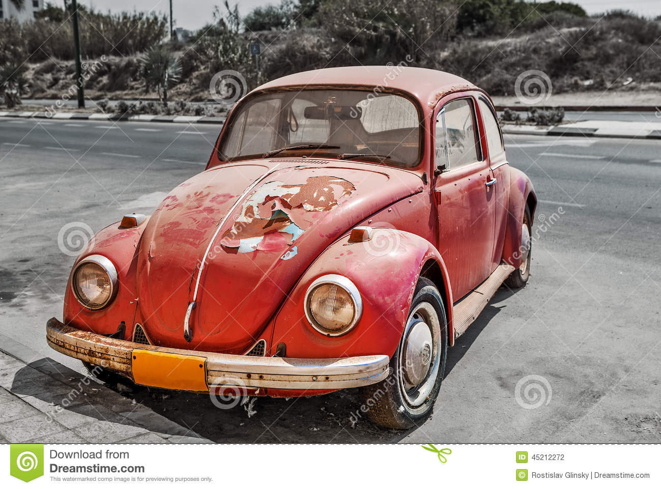 Old Volkswagen Beetle On The Street Editorial Photography