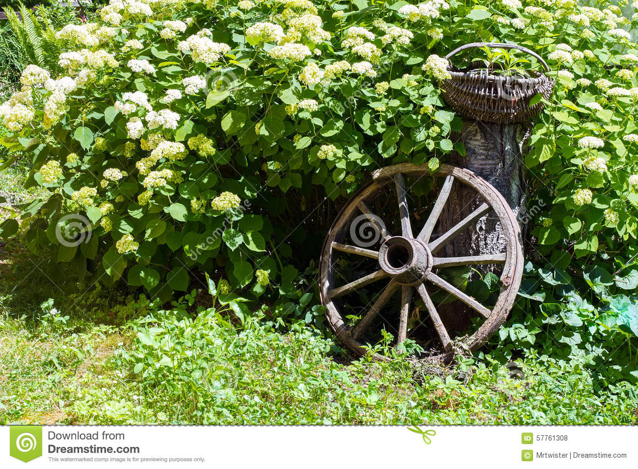 ... Wagon Wheel Home Decor Wagon Wheel Decor Garden U2013 Home Design And  Decorating ...