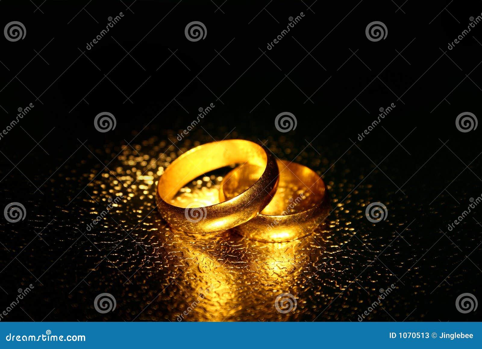 old wedding rings water effect - Old Wedding Rings
