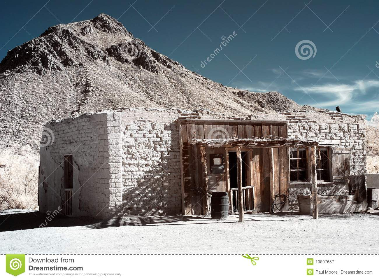 Old western adobe building royalty free stock photography for Building an adobe house