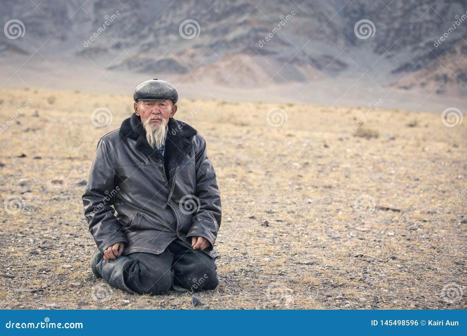 old-white-bearded-mongolian-man-landscap