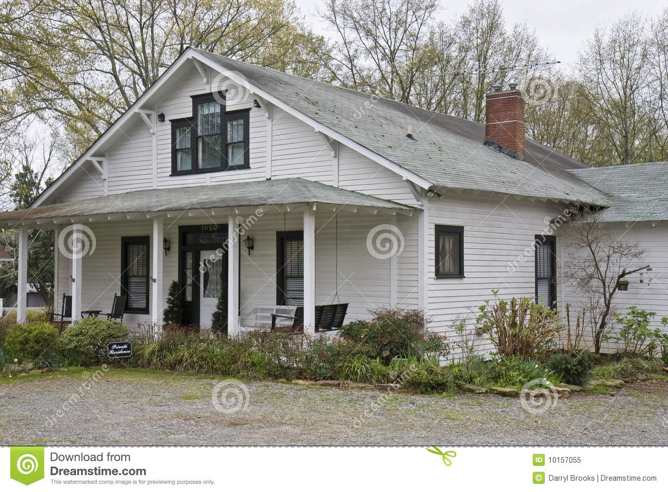 Old white clapboard farmhouse stock image image 10157055 for Pictures of small farm houses