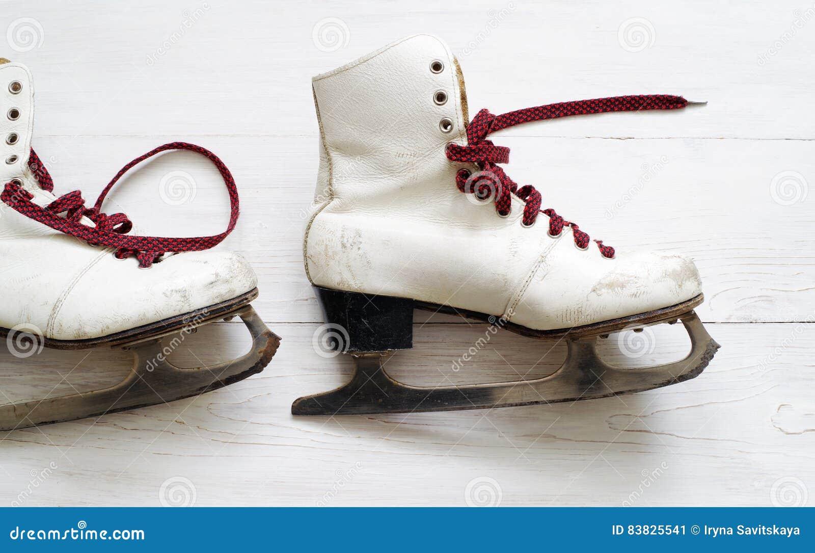 Roller skates for figure skating - Old White Skates For Figure Skating