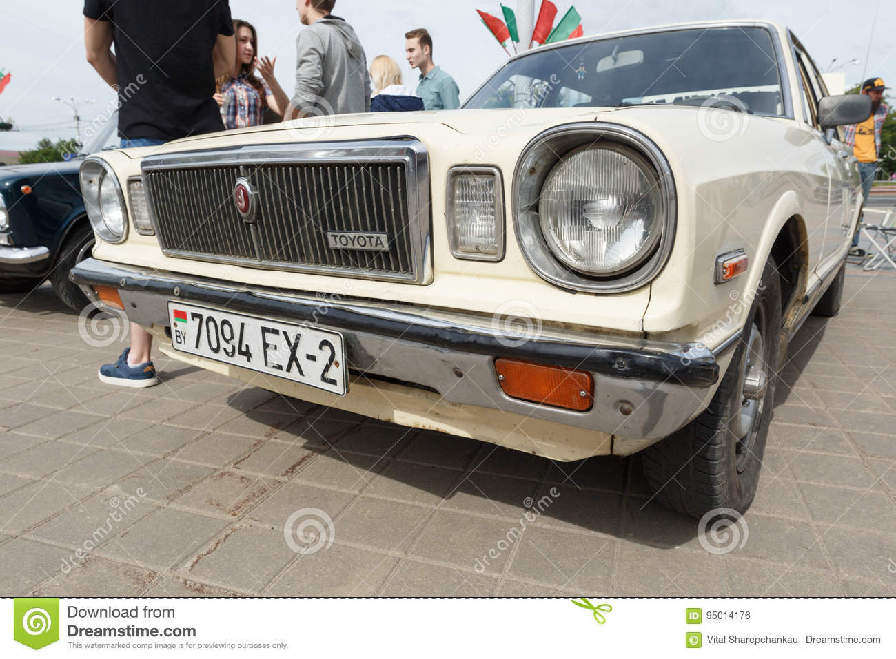 Old White Toyota. editorial photo. Image of city, technical - 95014176