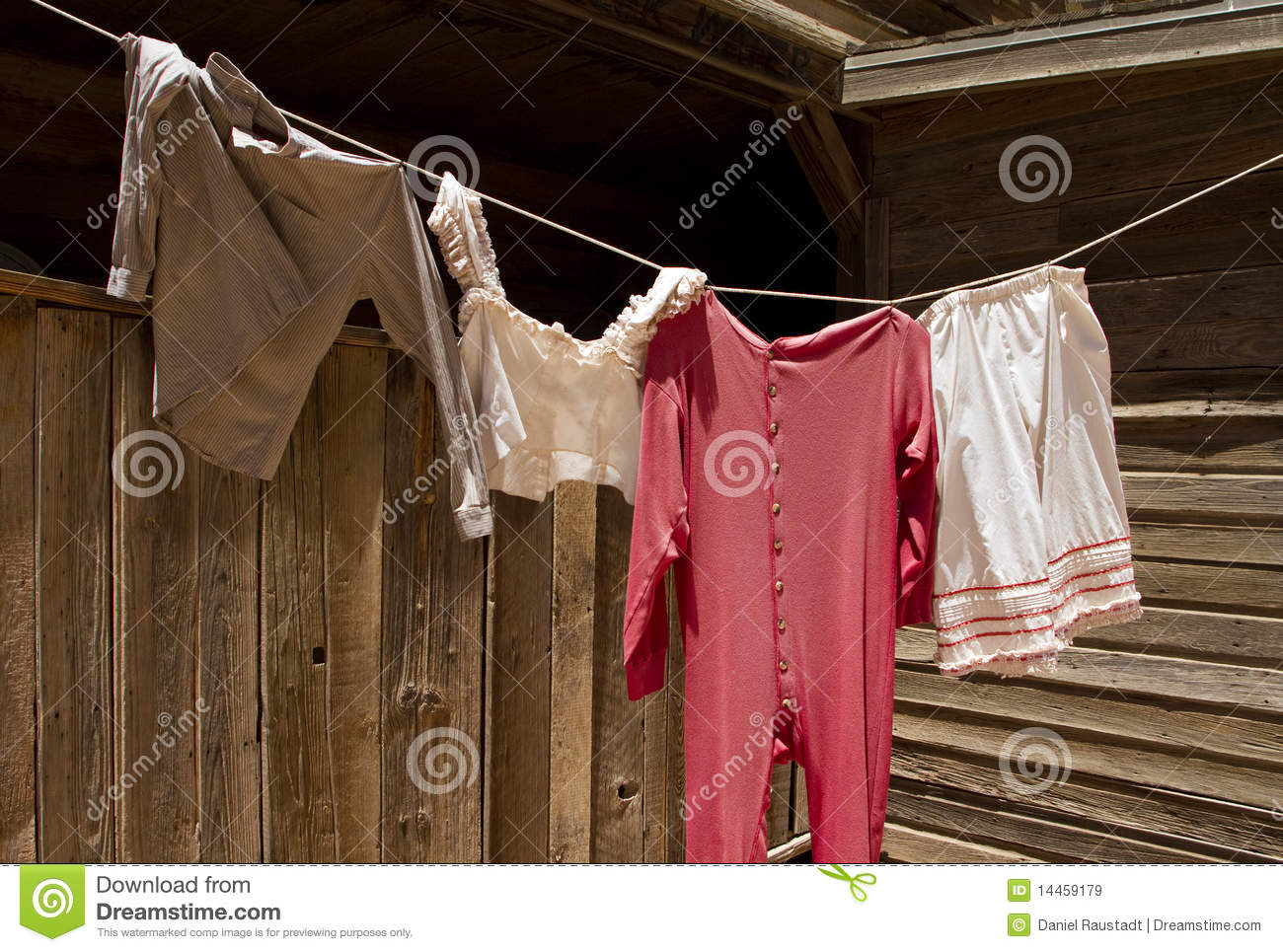 Old Fashioned Clothes Line Photo