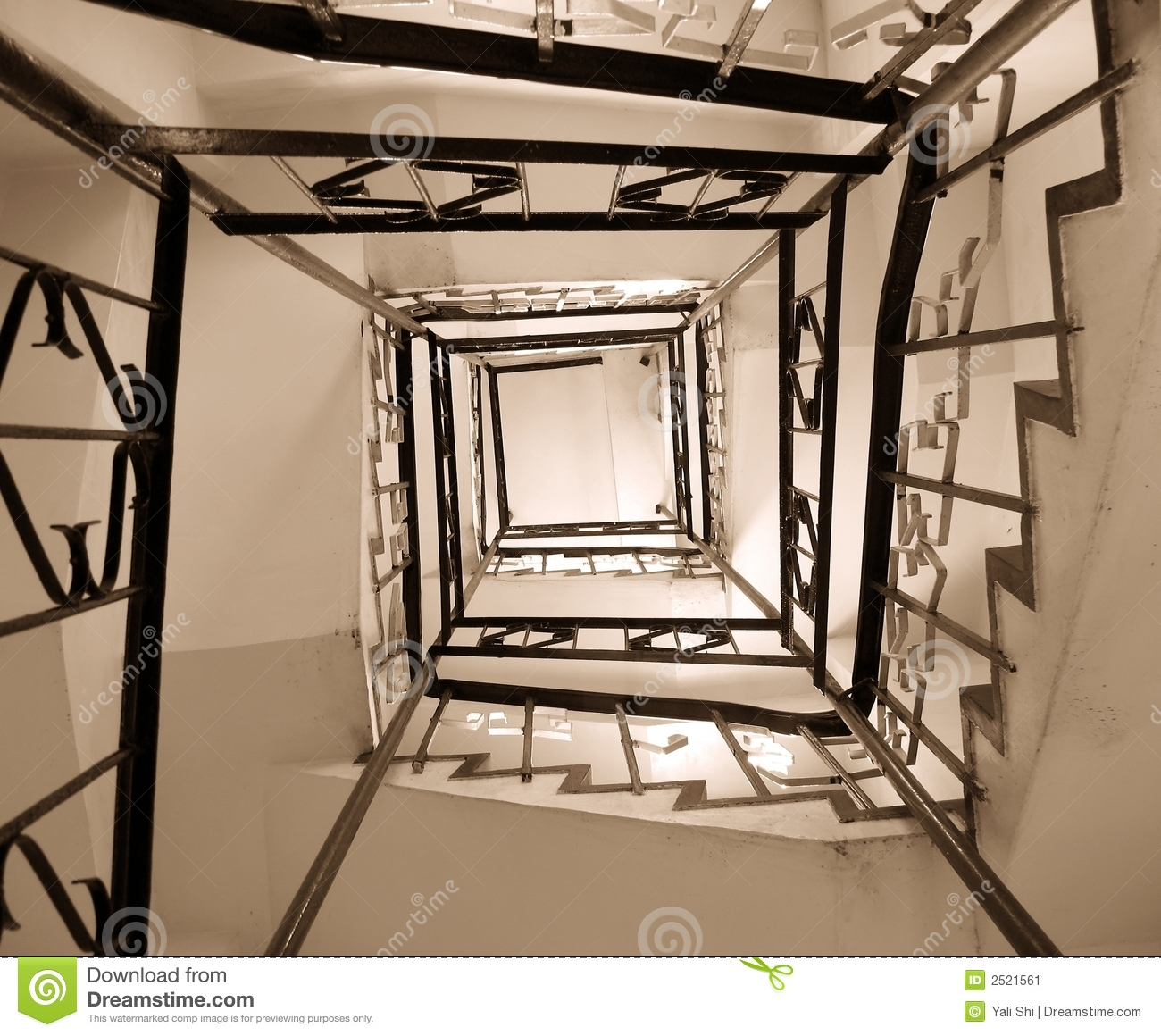 Old winding stairwell stock image image 2521561 for Tapisser cage d escalier