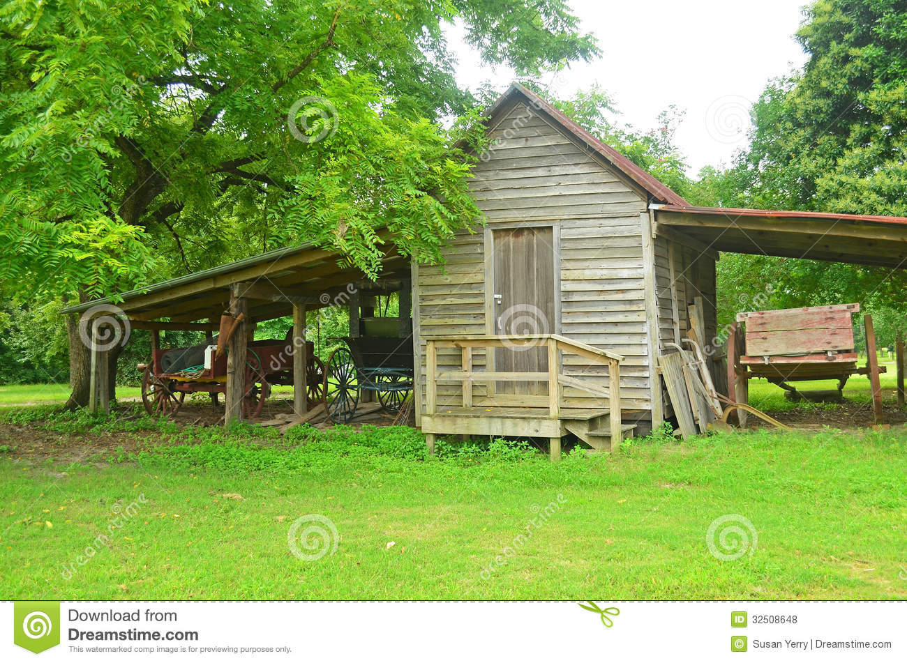 Old Wood Shed Antique Wagons Horse Carriage Stock Photo - Image: 32508648