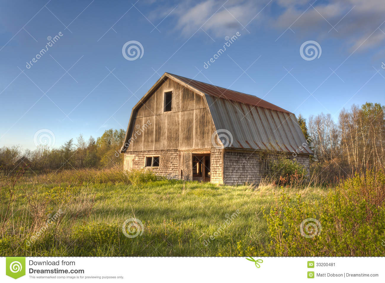 Old Wooden Barn Stock Image - Image: 33200481