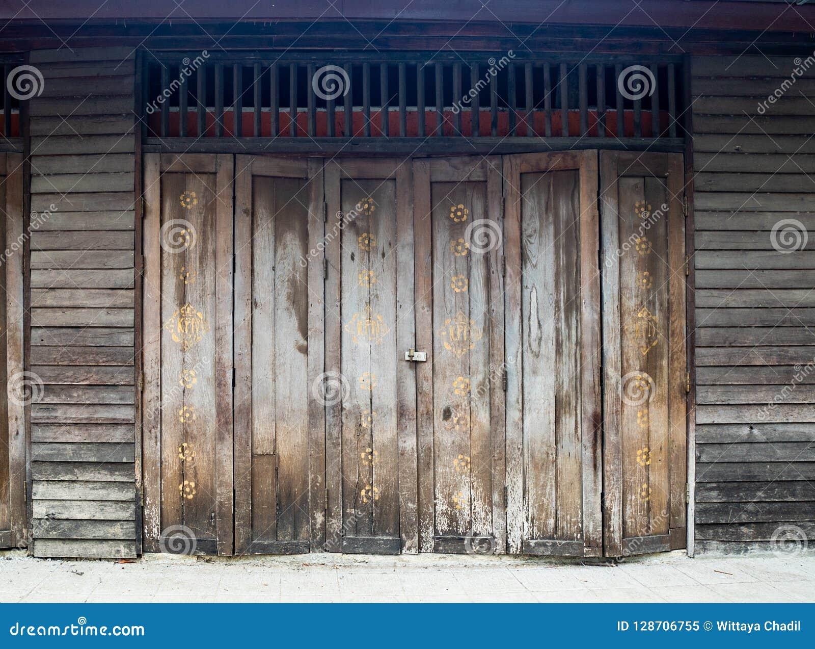 An Old Wooden Doors, Wood Background, Islamic Alphabet Paint Stock Wooden Door Paint Pics on