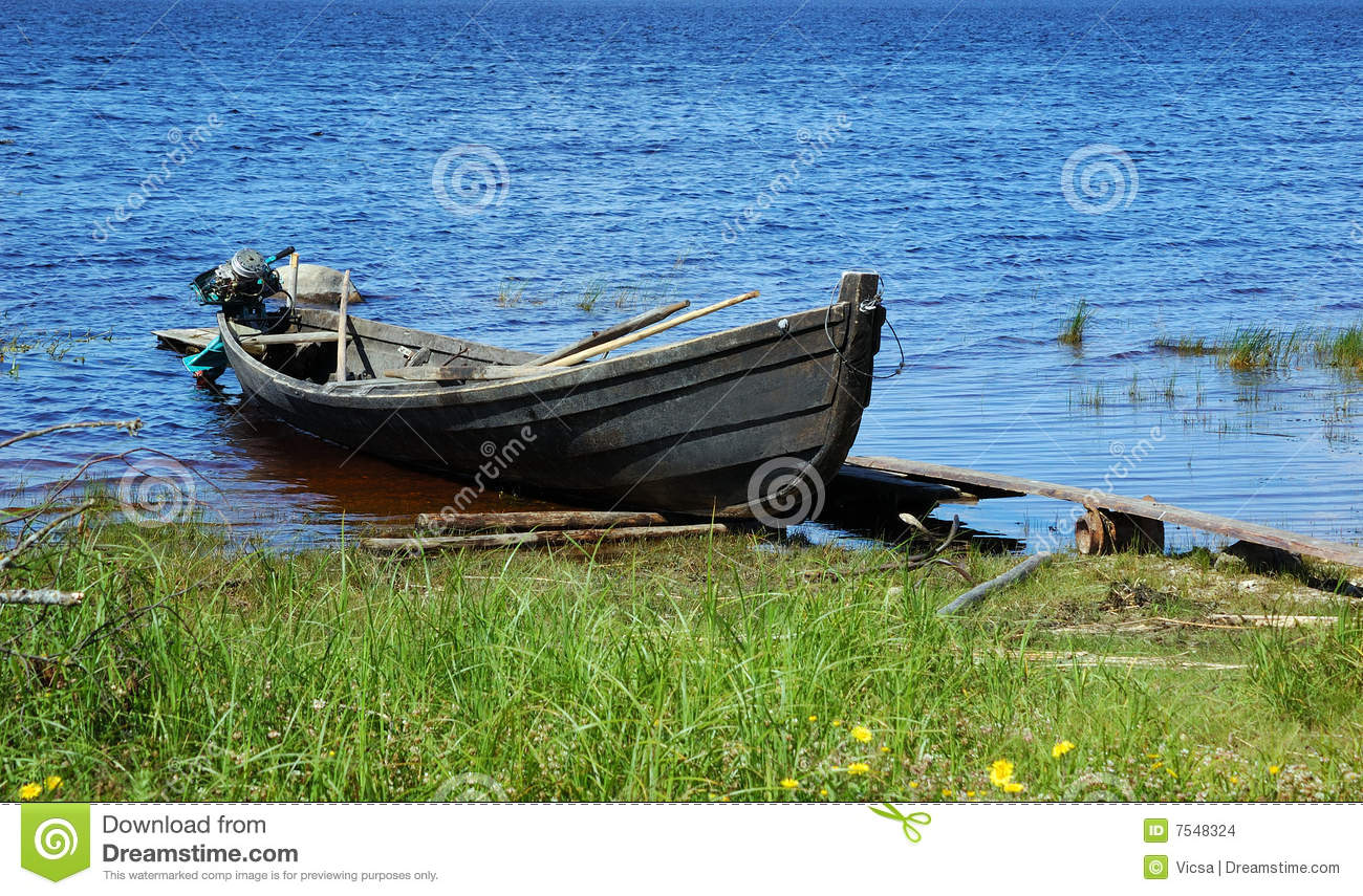 Old Wooden Fishing Motor Boat By The Lake Bank Stock Images - Image: 7548324