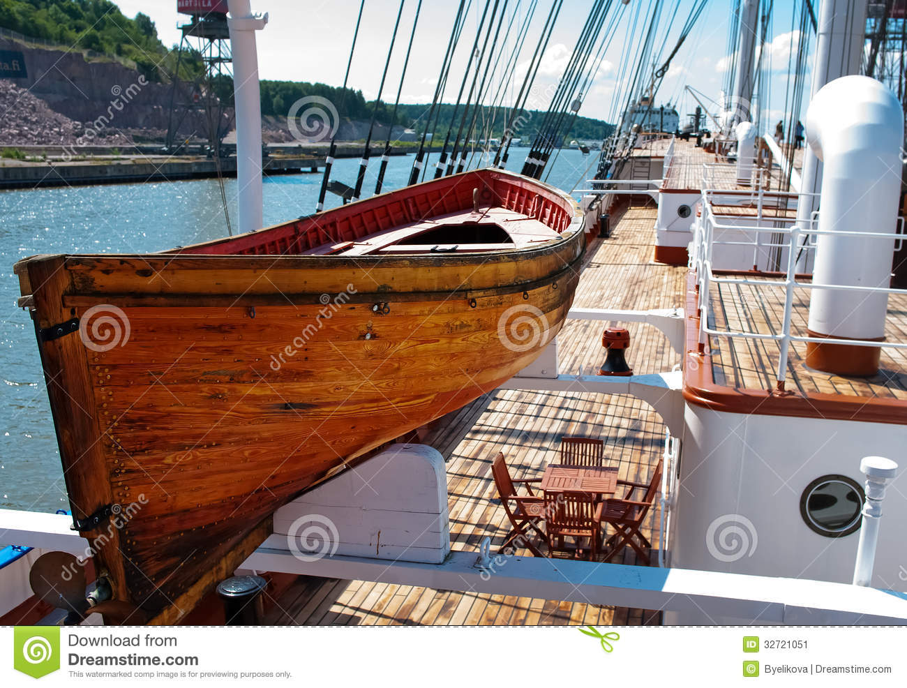 Old Wooden Lifeboat Stock Image - Image: 32721051