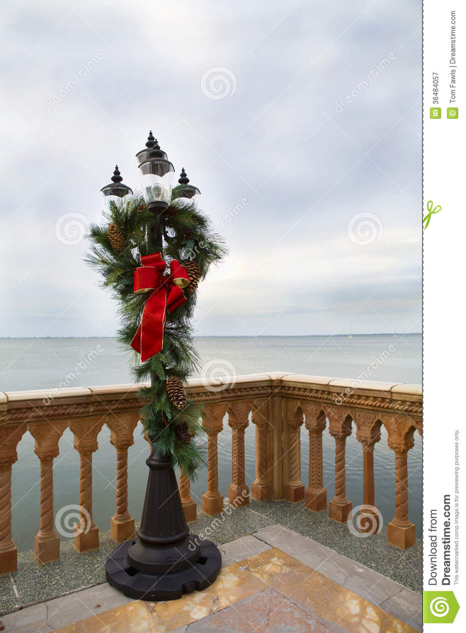 olde tyme lamp post decorated for christmas - Christmas Lamp Post Decoration