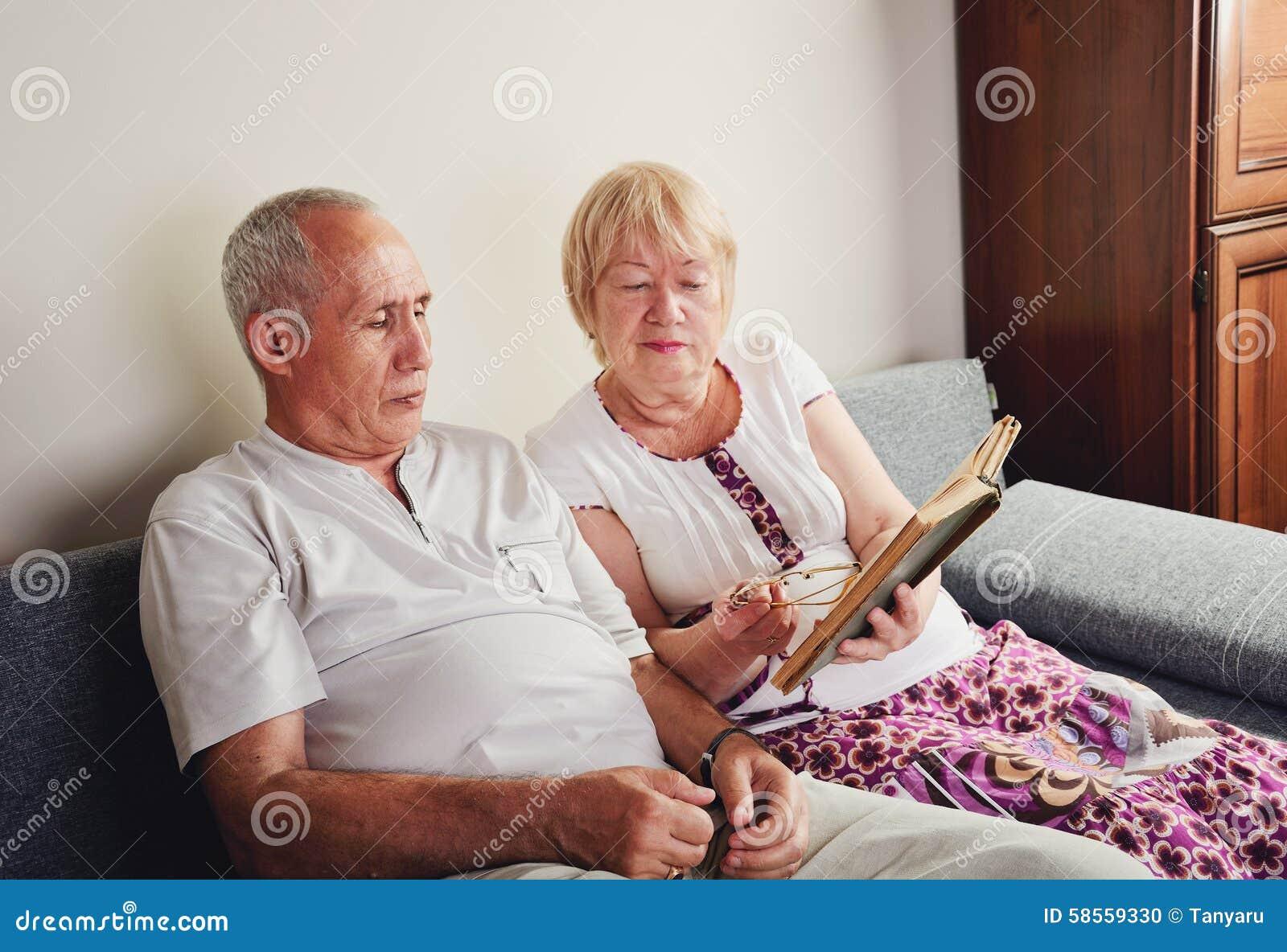 35 jahre alter mann aus einer 60 jahre alten frau