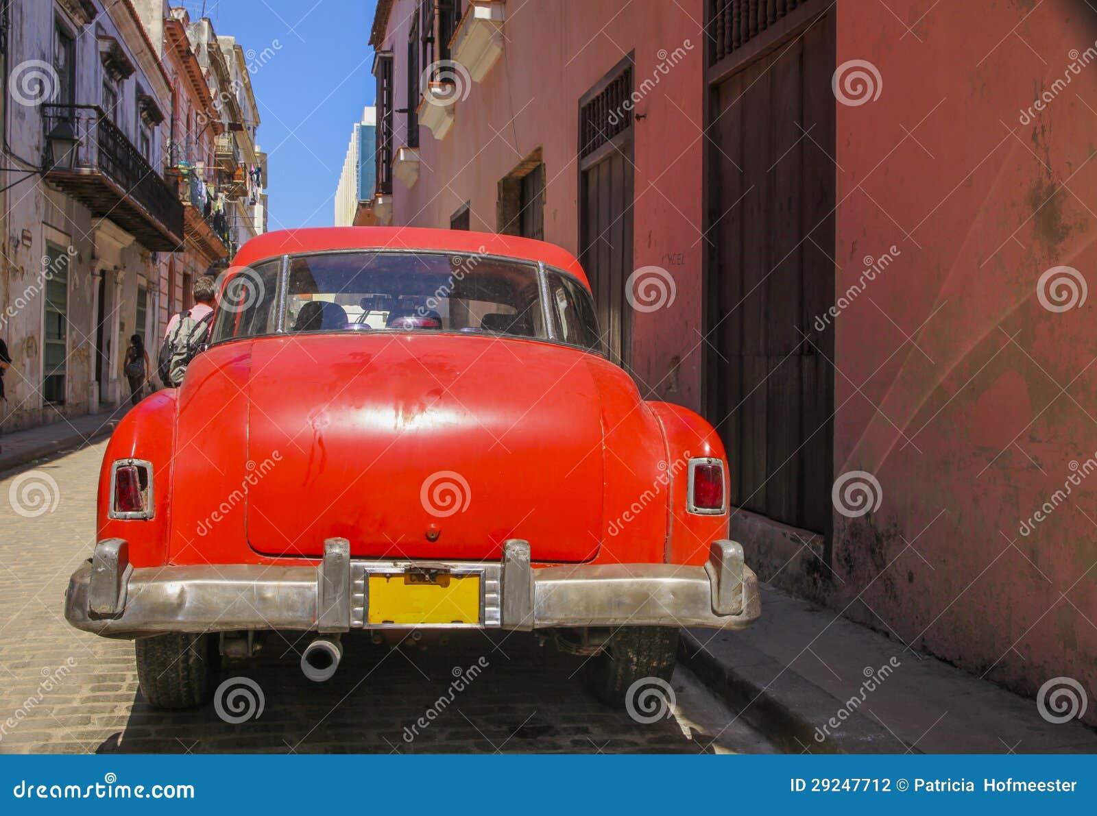 Download Oldtimer Vermelho Em Havanna Foto de Stock - Imagem de clássico, cuba: 29247712