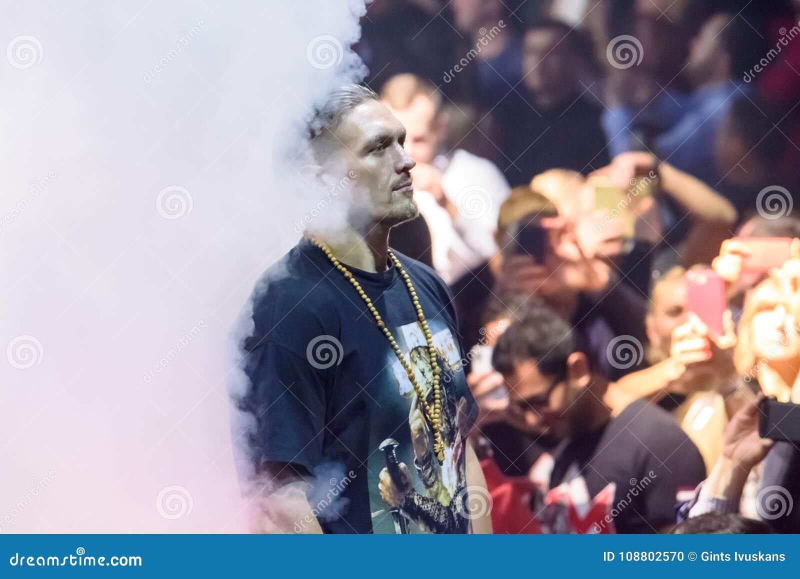 Oleksandr Usyk för värld som boxas halv sista kamp för toppen serie mellan Mairis Briedis och Oleksandr Usyk Arena Riga