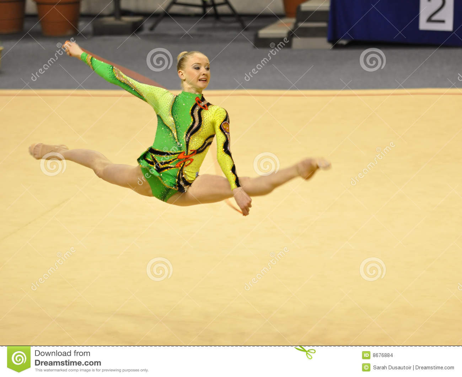 Olga Stryuchkova che effettua alla corda