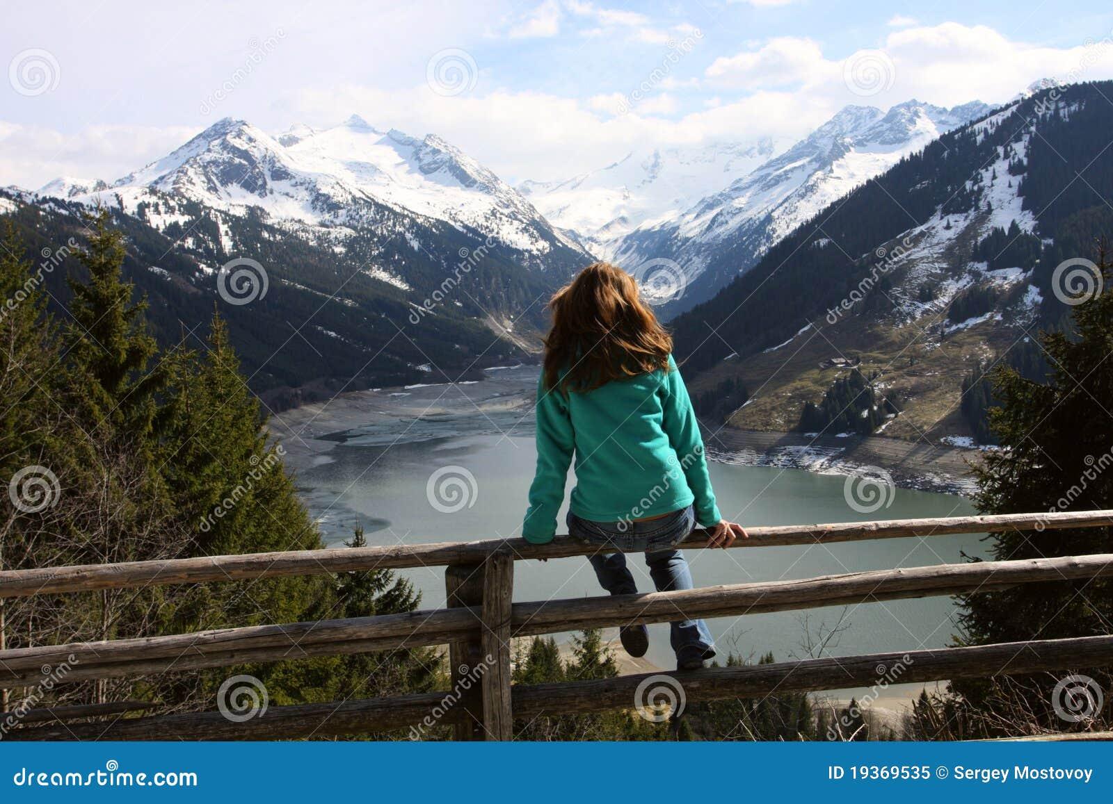 Olhando as montanhas