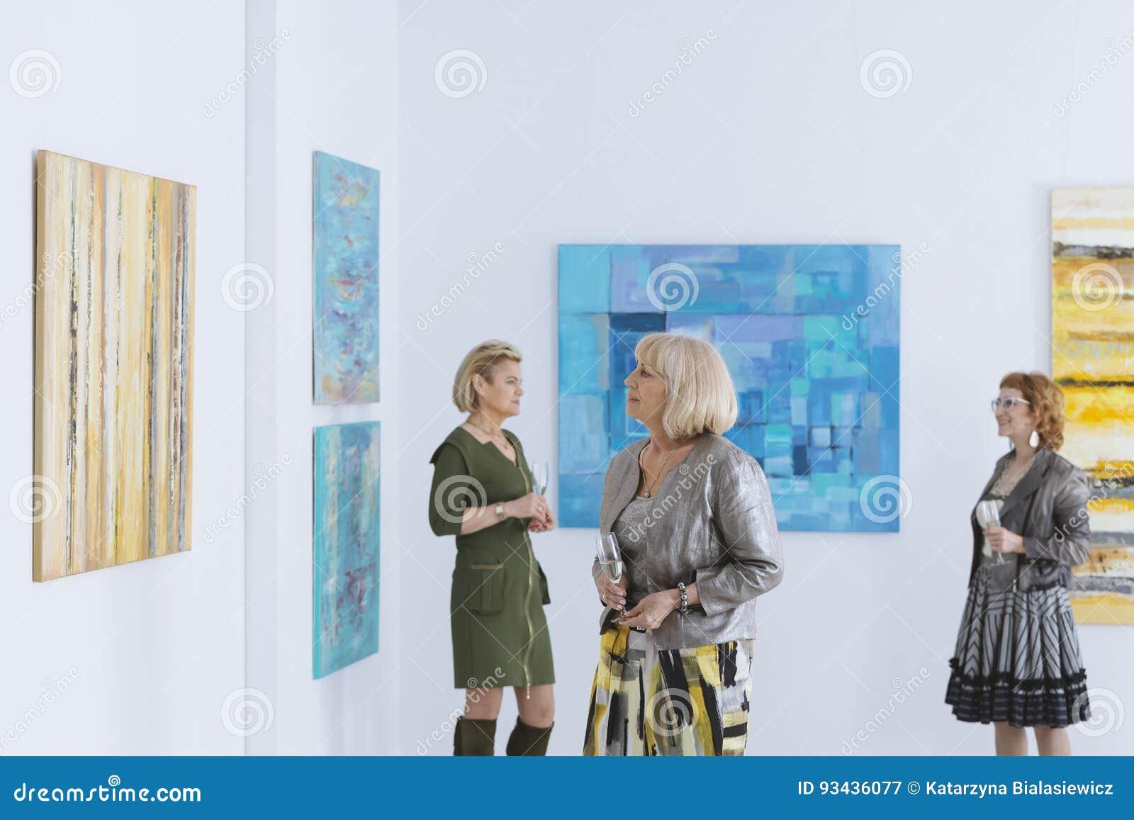 Olhando a pintura