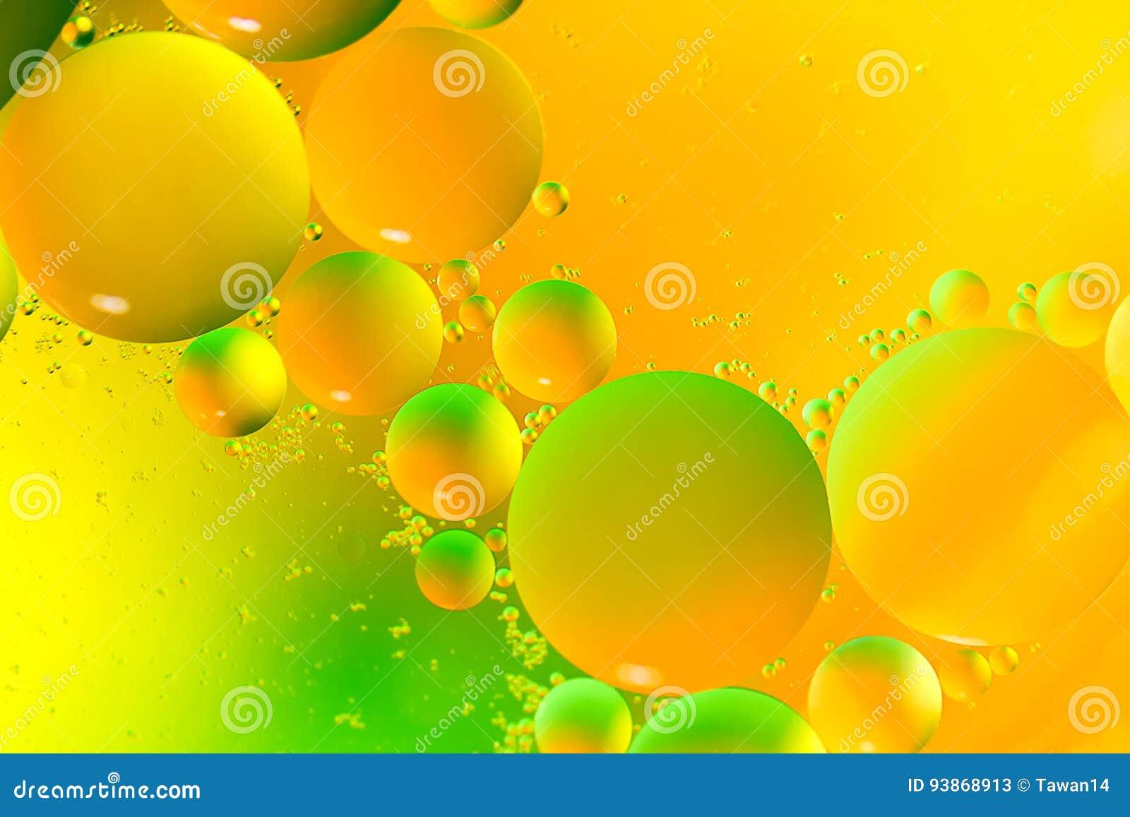 Oliedalingen op het water