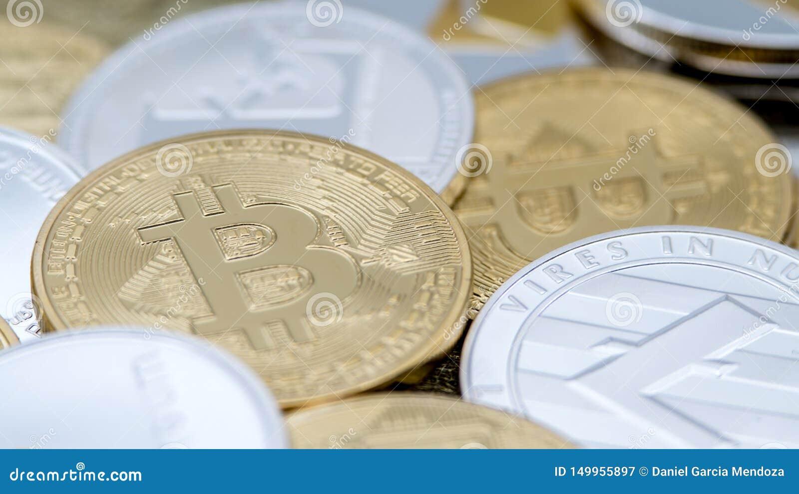 Olik fysisk metallvalutabakgrund cryptocurrencymynt