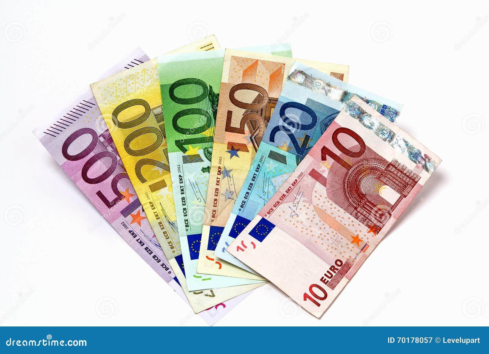 Olika eurosedlar som ordnas på en tabell