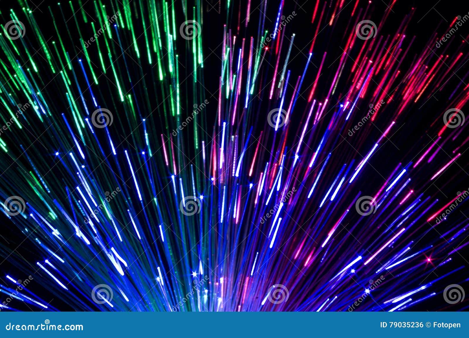 Olika kulöra laserstrålar skapar härliga ljusa effekter