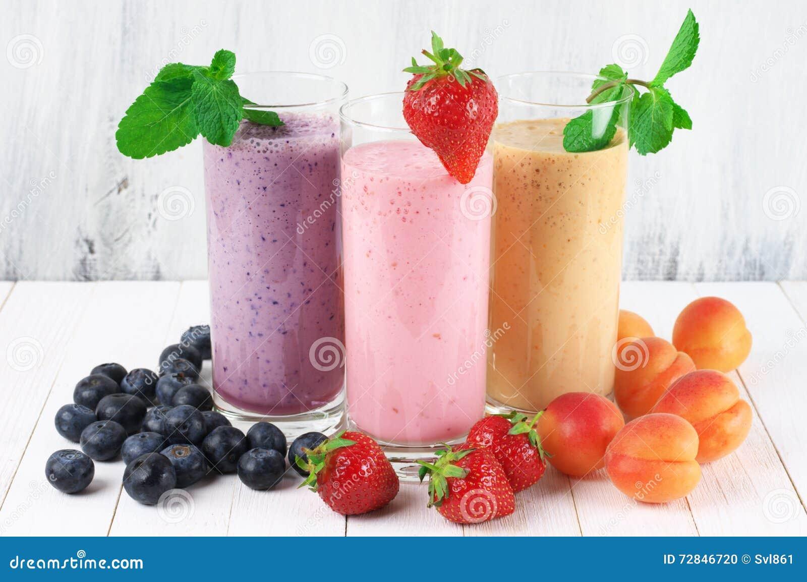 Olika milkshakar med frukter