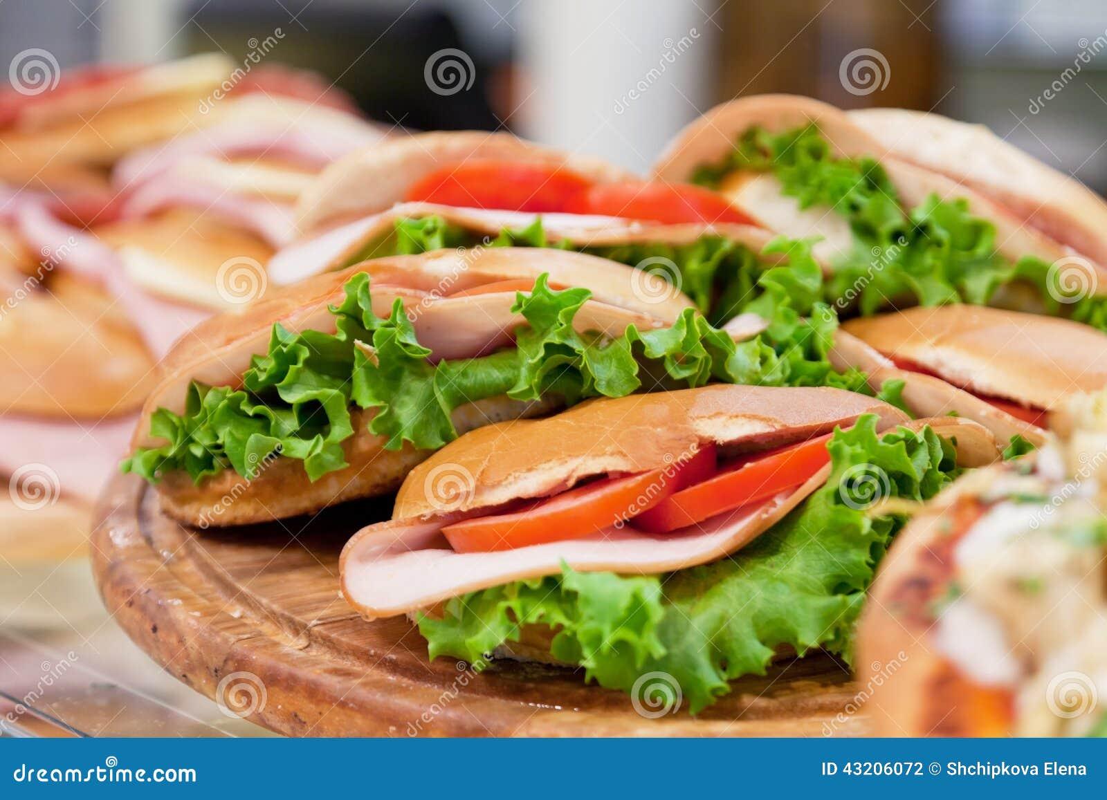 Download Olika smörgåsar arkivfoto. Bild av avbrottet, skiva, snabbt - 43206072
