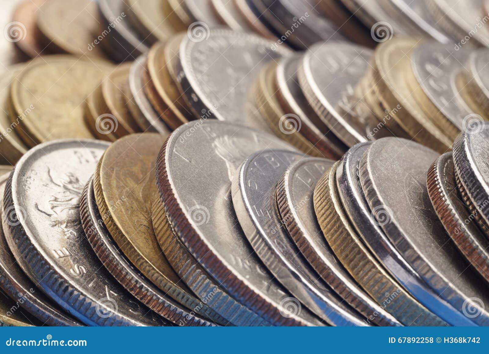 Olika sorter av staplade mynt Makrodetalj
