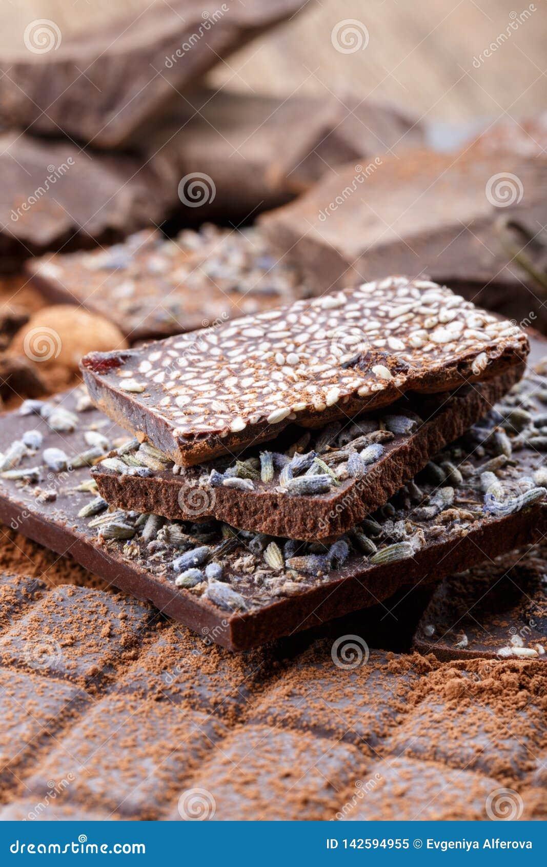Olika typer av chokladstänger Organisk hantverkarechoklad