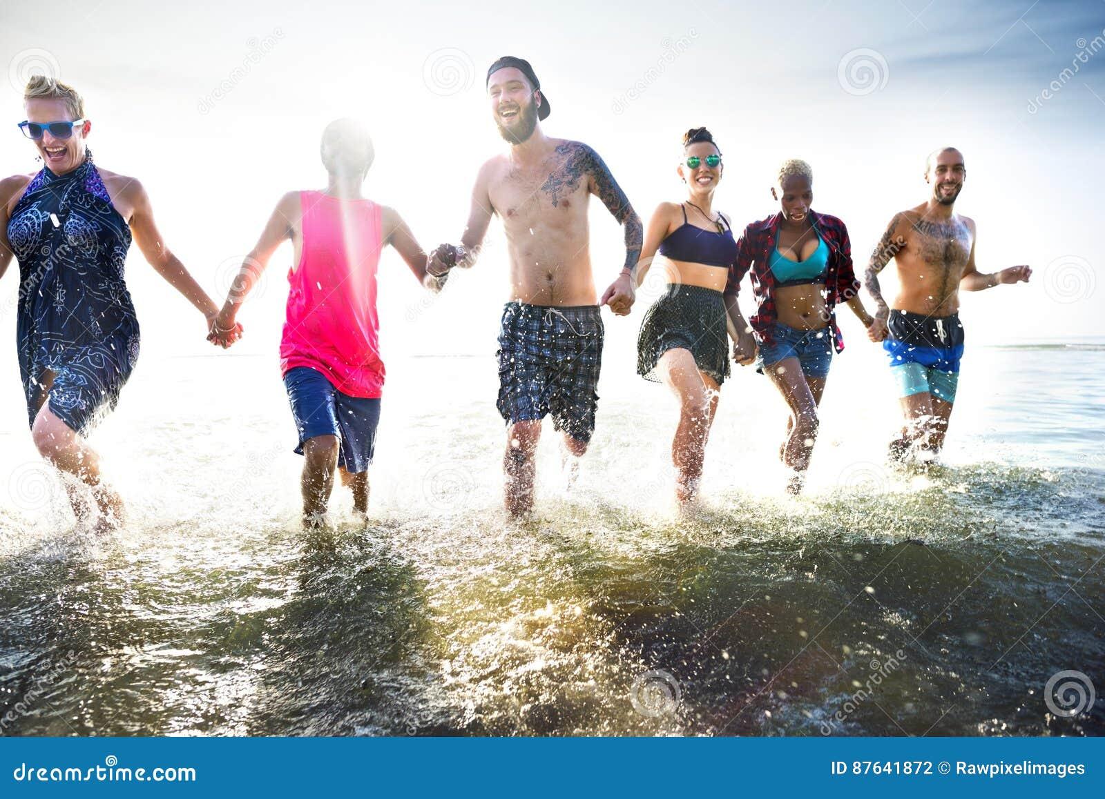 Olikt begrepp för ungdomarroligt strand