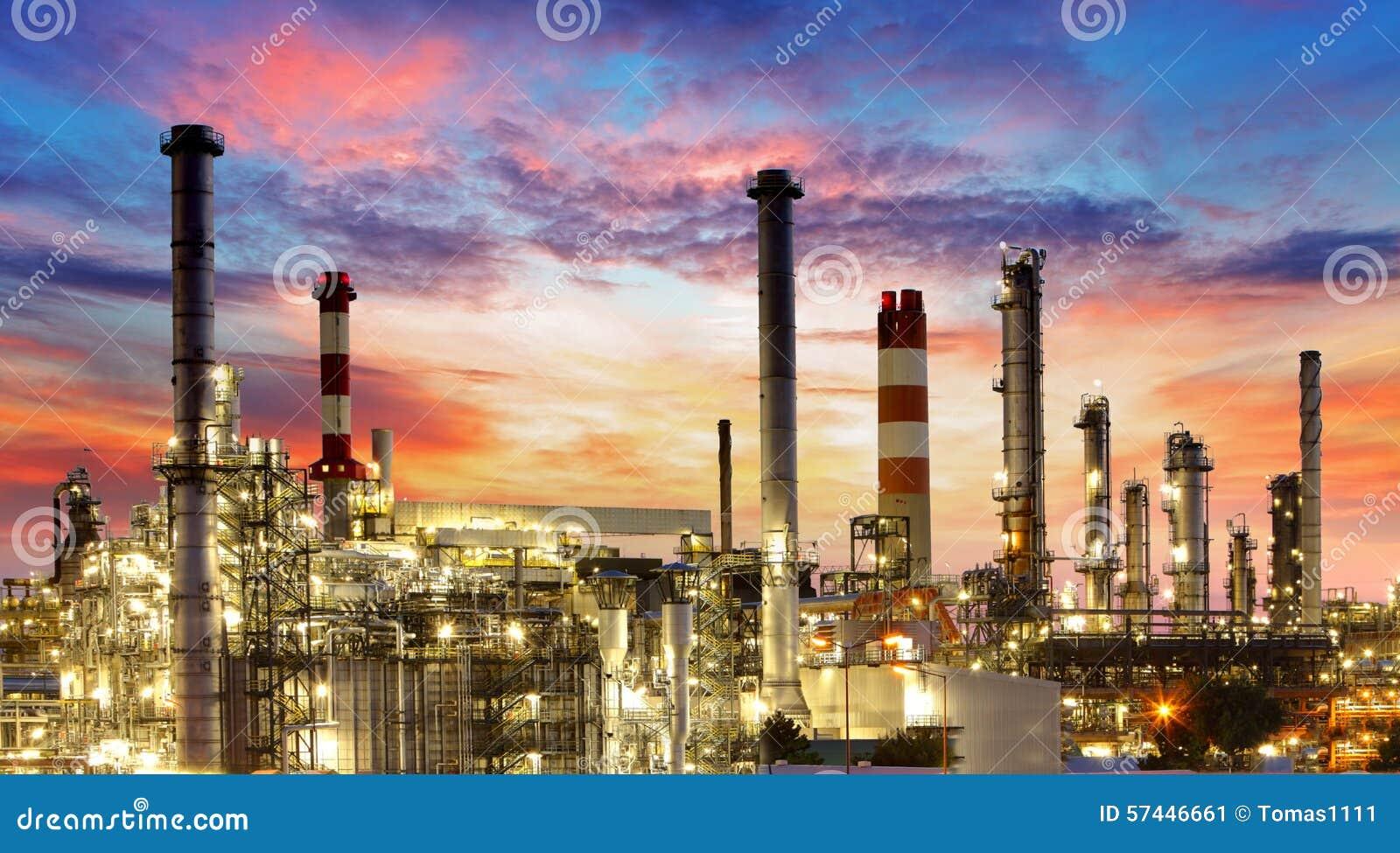 Olio e industria del gas - raffineria, fabbrica, centrale petrolchimica