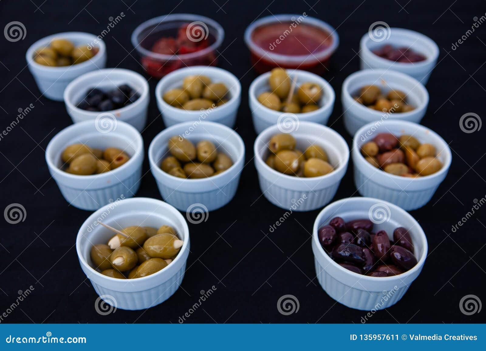 Olive da vendere al mercato degli agricoltori