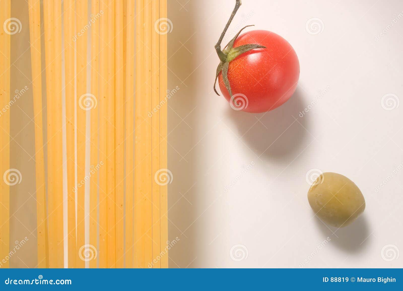Olive surowego pomidor spaghetti