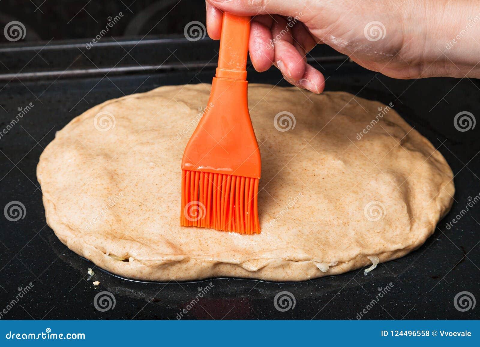 Oliwić surowego kulebiaka krzemu muśnięciem