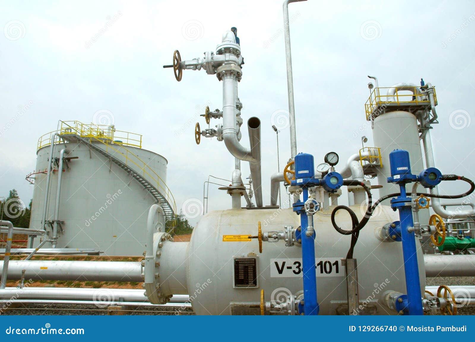 Oljeraffinaderiinstallation i produktion