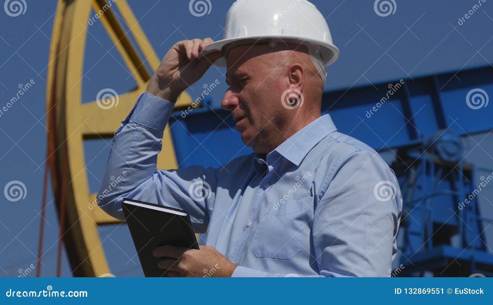 Oljor iscensätter Working, i utdragning av oljeindustri med dagordningen i handen Gestur
