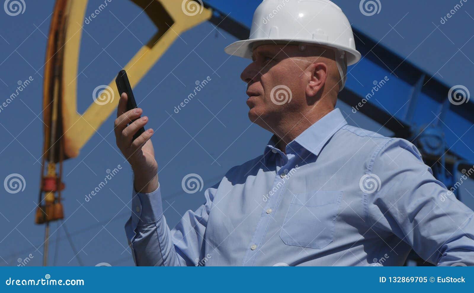 Oljor iscensätter Working, i utdragning av oljeindustri som använder mobiltelefonen