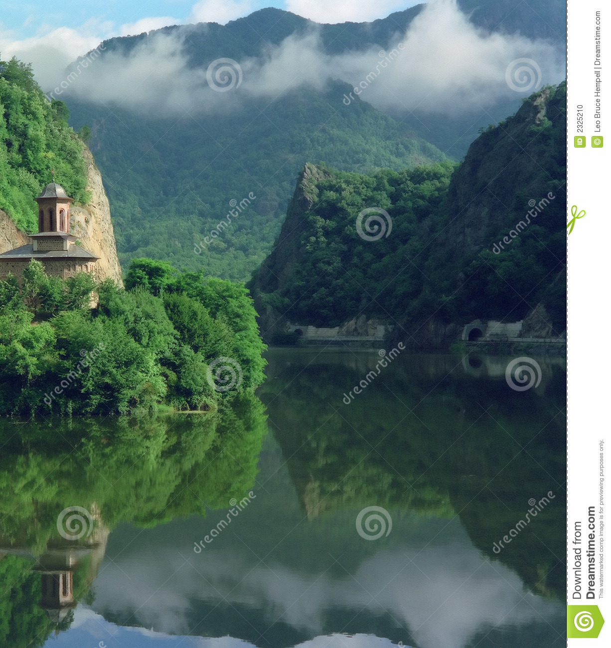 File Cascada Tvindefossen furthermore Man Made Waterfall China3 also World besides Colores Actuan Sentimientos Tuyo likewise 466. on waterfall in romania