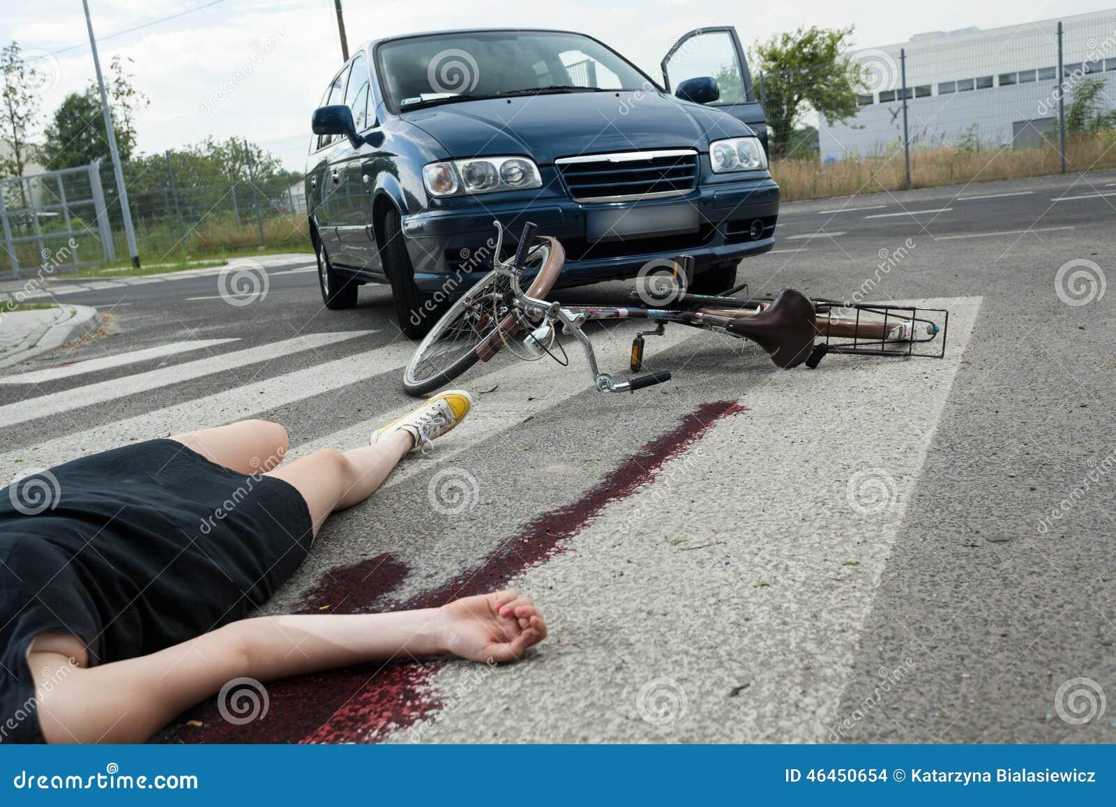 Olycksoffer i blod på vägen
