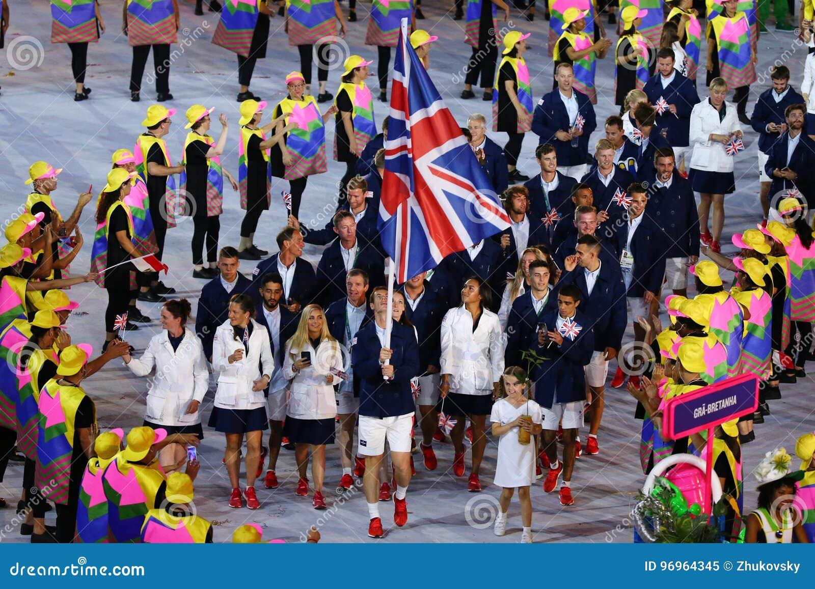 Olympische kampioen Andy Murray die de vlag die van het Verenigd Koninkrijk dragen het Olympische team Groot-Brittannië in Rio 20